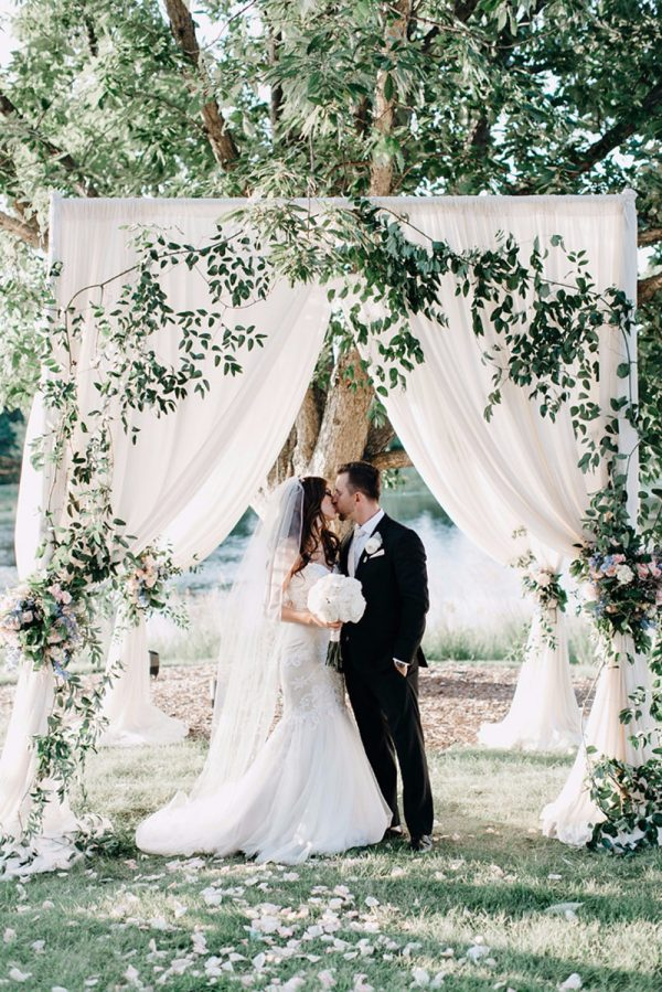 9 Must Have Decorations For An Outdoor Wedding Ceremony