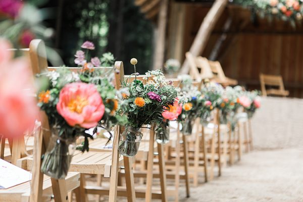 9 Must-Have Decorations for an Outdoor Wedding Ceremony