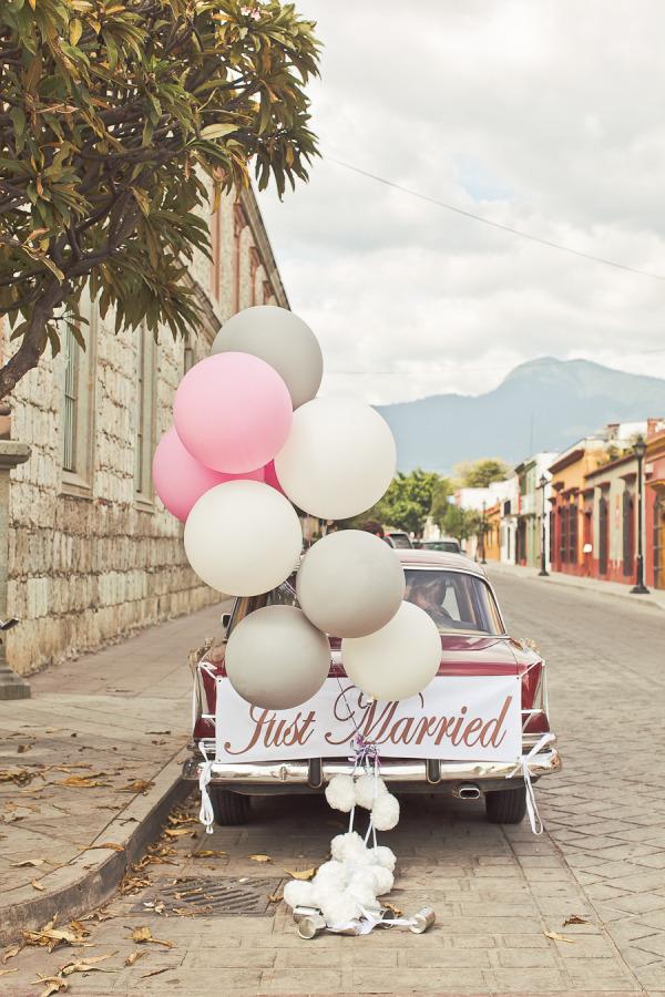 Beautiful Ways to Decorate your Wedding Getaway Car stylemepretty.com -orangeturtlephotography.com