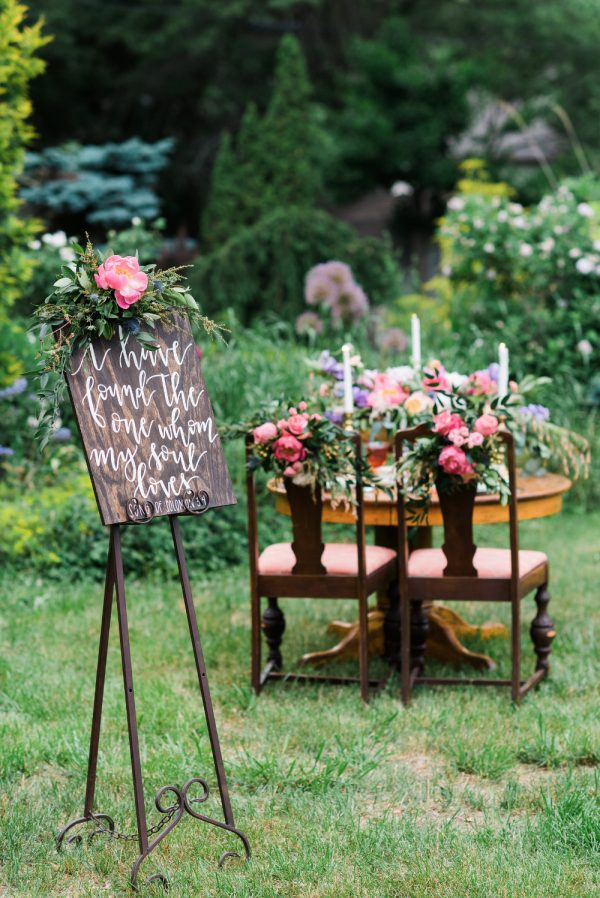 15 Fun Ways To Use Wedding Signs At Your Big Day weddingchicks.com - jenniferweinmanphotography.com